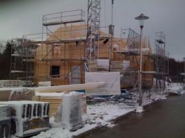 Doppelblockhaus im Schnee bauen