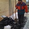 Blockhausbau im Schnee