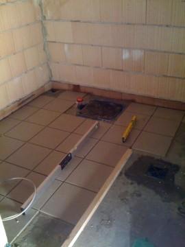 Bodenfliesen im Keller mit Ablauf
