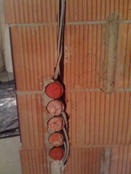 Elektrodosen in Mauerwerk Keller