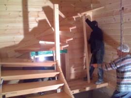Blockhaus Treppe montieren