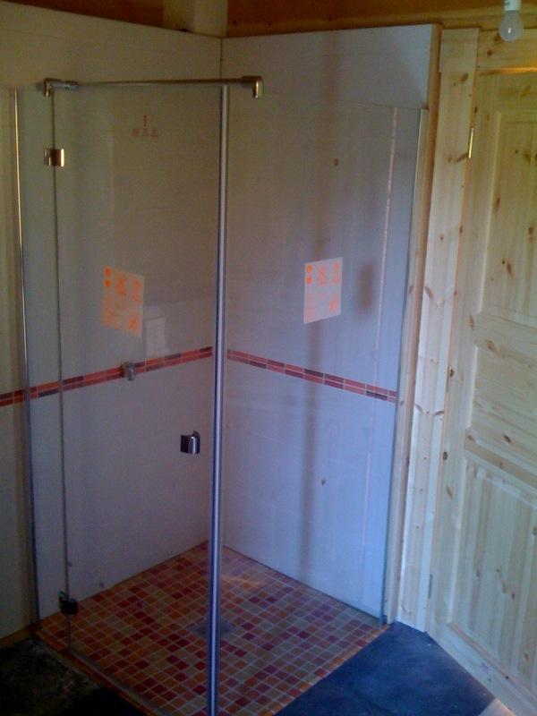 Dusche mit Duschwand