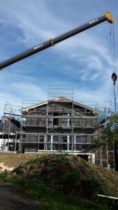 Baufritz Ökohaus Holz im Aufbau mit Gerüst