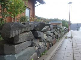 Natursteinmauer Blockhaus