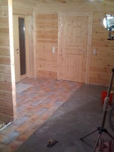 Blockhaus Boden Fliesen verlegen Vorteil