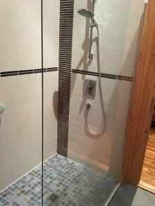 Dusche im Holzhaus montieren