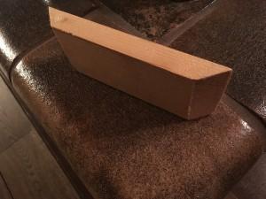 Sockelleiste aus Kiefer mit 45 Grad Anschnitt für die Ecke