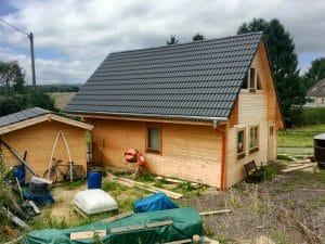 Holzhaus mit Gartenhaus