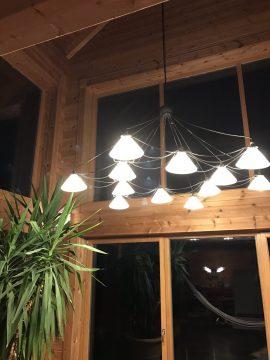 LED Deckenlampe im Blockhaus