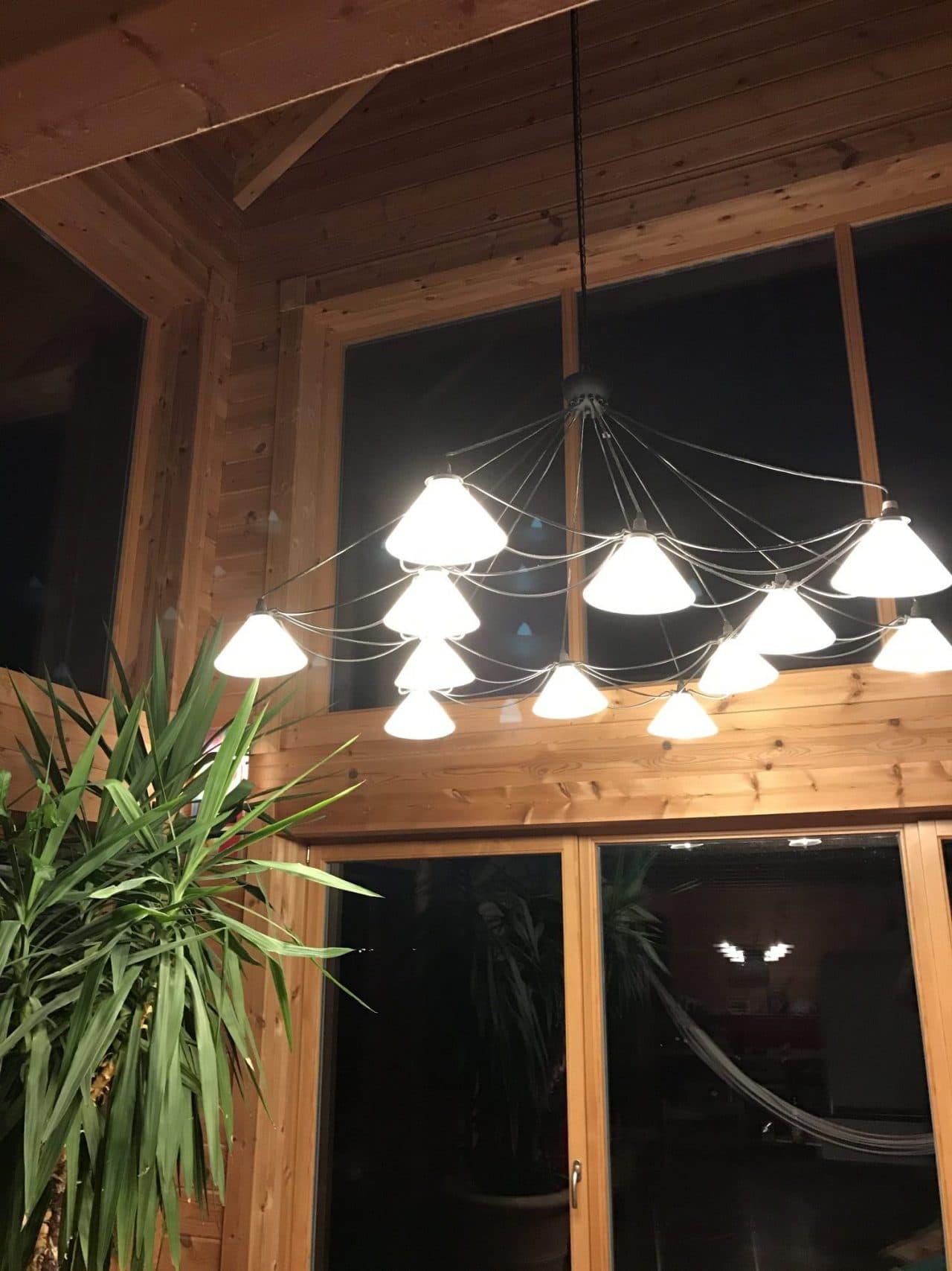 LED Leuchtmittel in Lampe im Blockhaus