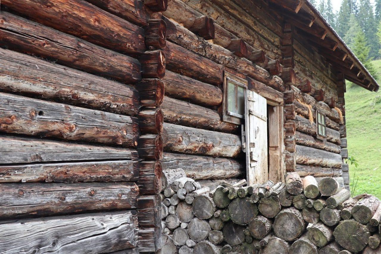 Welche Lasur für ein Holzhaus