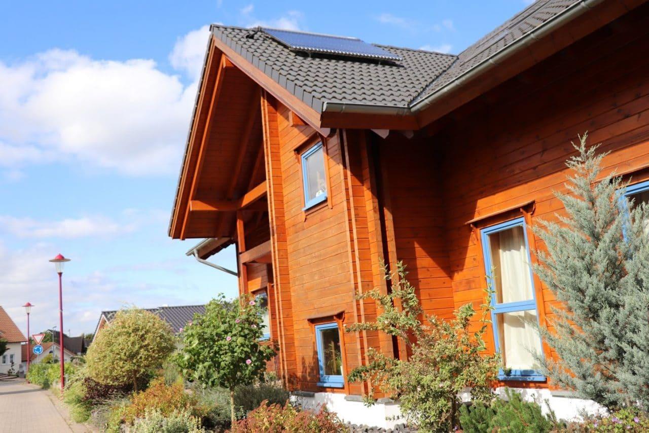 Welche Lasur für ein Holzhaus ist die richtige