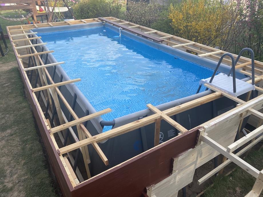 So geht Wasser sparen nicht! Pool im Garten